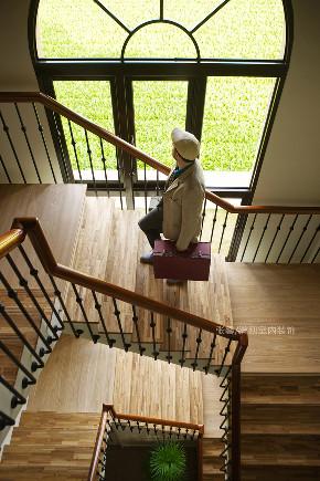 张馨 瀚观 室内设计 装修 装饰 楼梯图片来自张馨/瀚观室内装饰在自地自建,田中央的手绘城堡的分享
