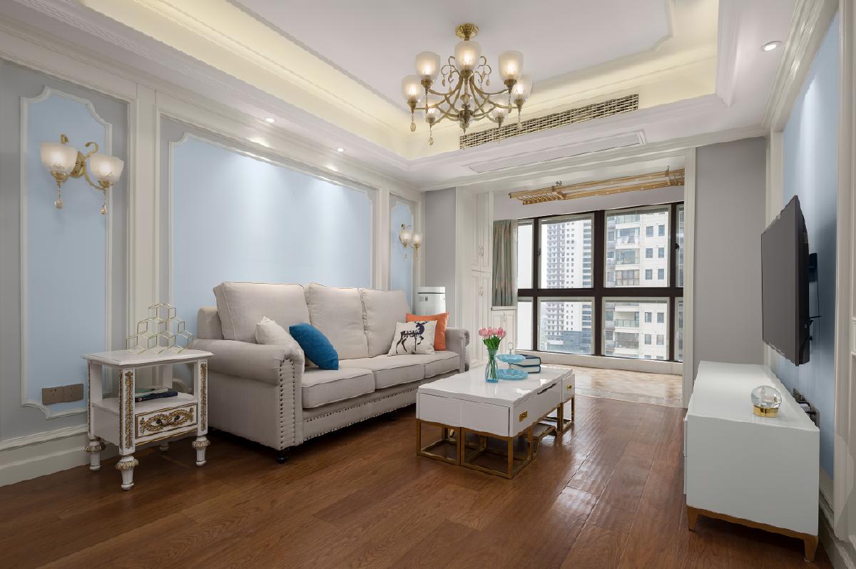 家具和软装的选择与整体空间相搭配,整个风格遥相呼应,凸显了婚房的独特,散发出暖暖的爱意。
