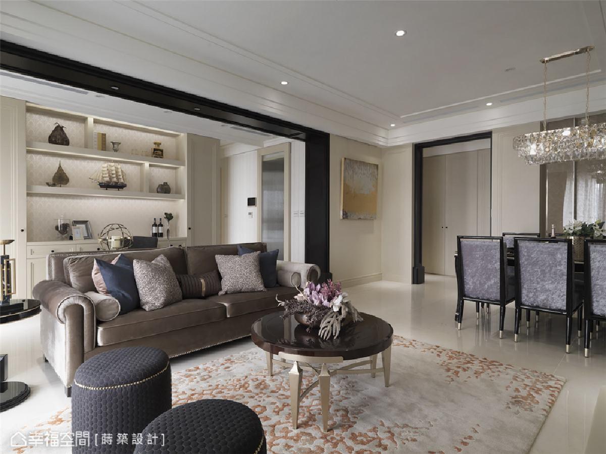 低彩度质感 以白色铺陈基底,搭配沙发、餐椅、圆椅等不同配色材质的软件,为空间营造出深浅对比的层次。