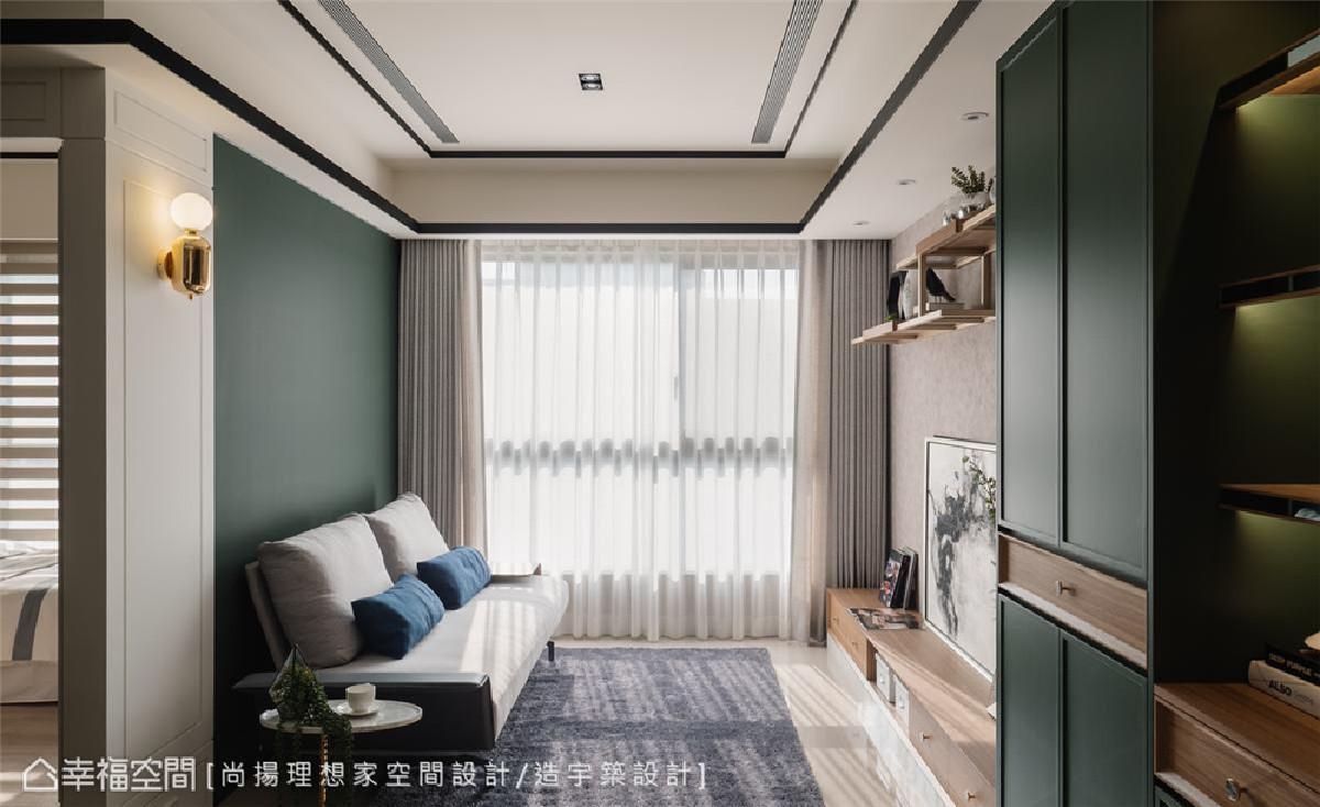 勾勒空间层次 鉴于屋高条件佳,天花设计的部分,陈元旻设计师以实木染黑收边框设计,保持空间敞亮感,又能描绘空间层次。