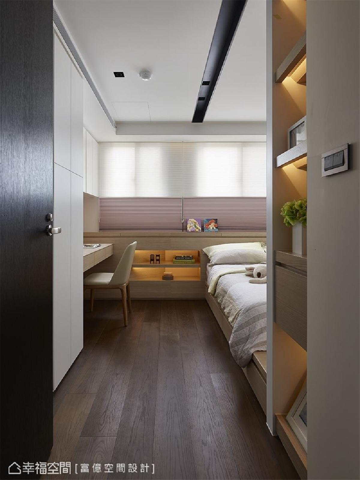 女孩房 木材质铺叙的女孩房,运用架高床板与矮柜设计,营造符合孩子能自在游乐的场域。