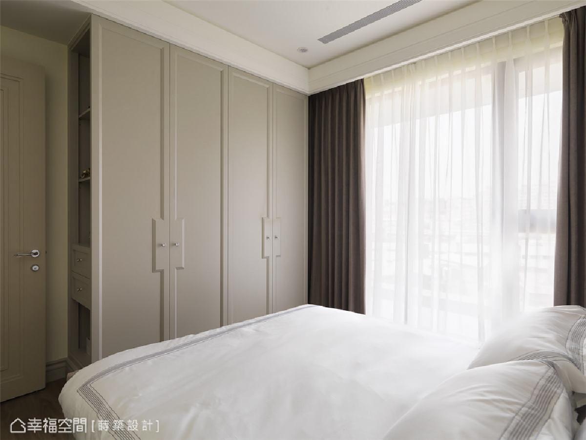 新古典美学 静谧优雅的氛围,设计师以线板形塑衣柜的古典气蕴,每个小细节都藏着美感。