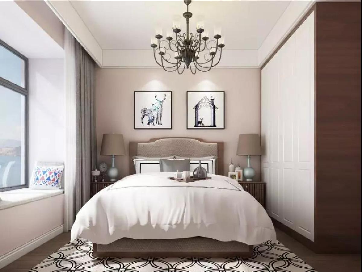 次卧色调偏柔和,墙面刷成粉色,床品被褥、柜面选用白色,整个房间明亮舒适雅致。