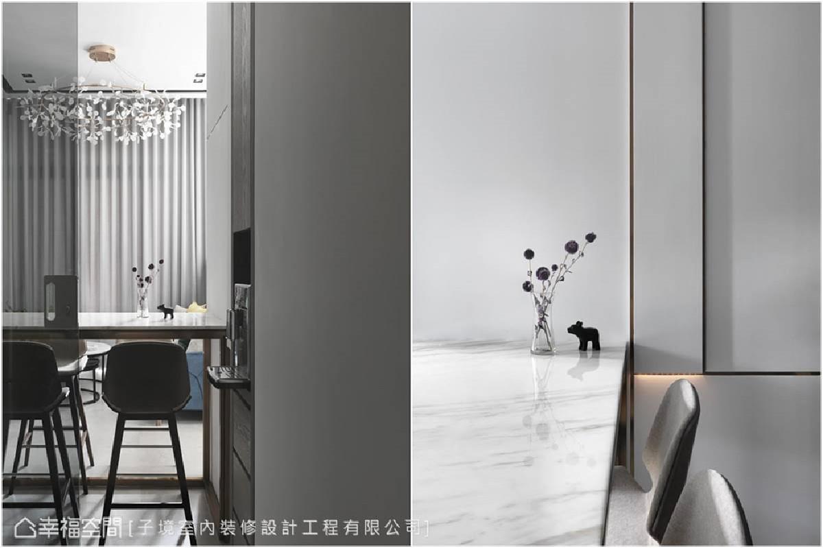 镀钛金属的使用 镀钛金属的分割线条,散发微乎其微却难以忽视的淡雅光泽,细腻勾勒出精彩的壁面层次。