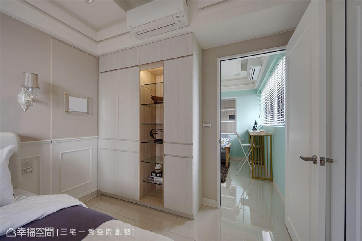 更衣室暗门 主卧室内设置了一道隐藏暗门通往更衣室,大幅提升生活便利性。