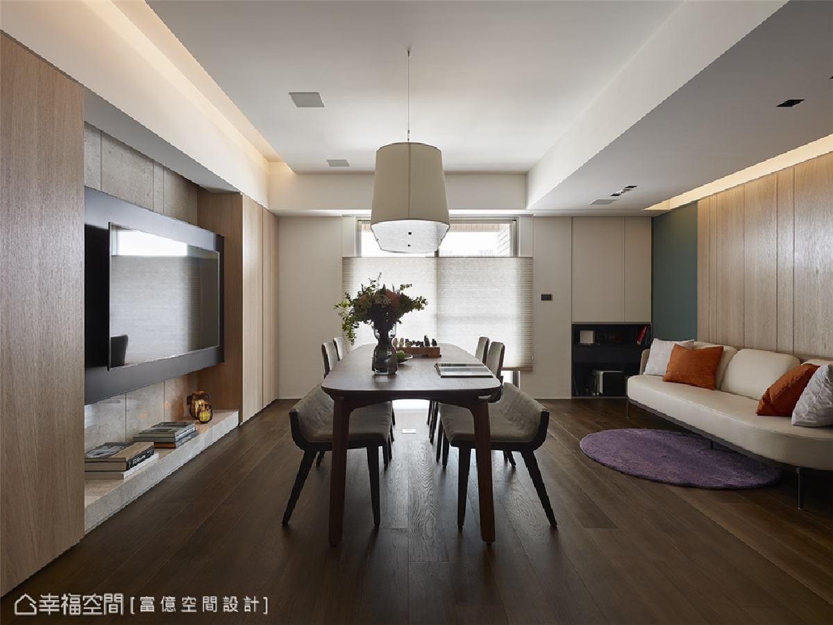 餐桌重塑空间主轴 舍弃制式客厅形式,重整空间主从关系,长型木餐桌重塑屋主一家四口生活重心之所在。