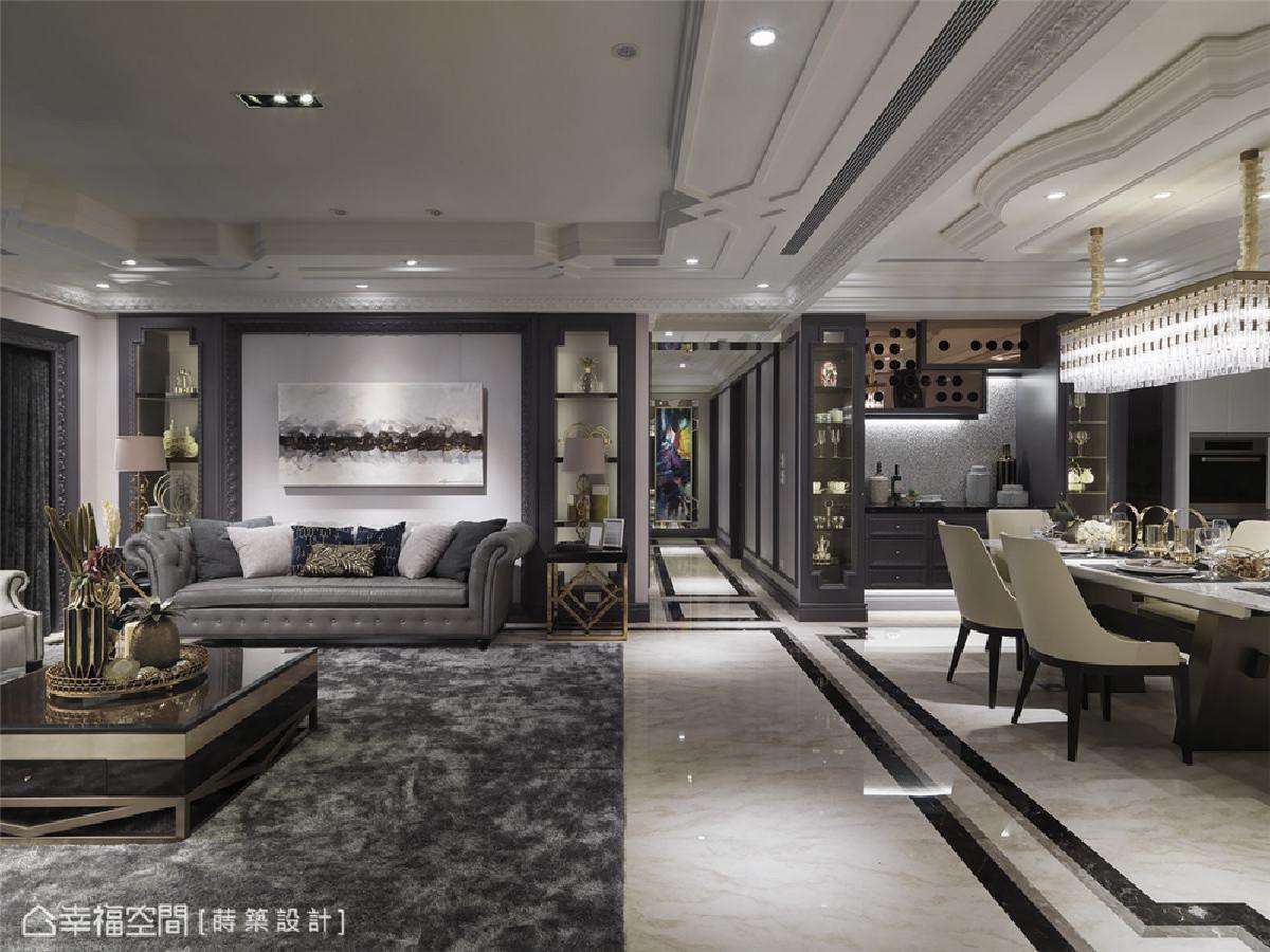 深邃视野 深邃的廊道巧妙将空间一分为二,廊道的彩绘端景,其实是一间客用卫浴,也在灰色调中,添加了一抹跳色缤纷。