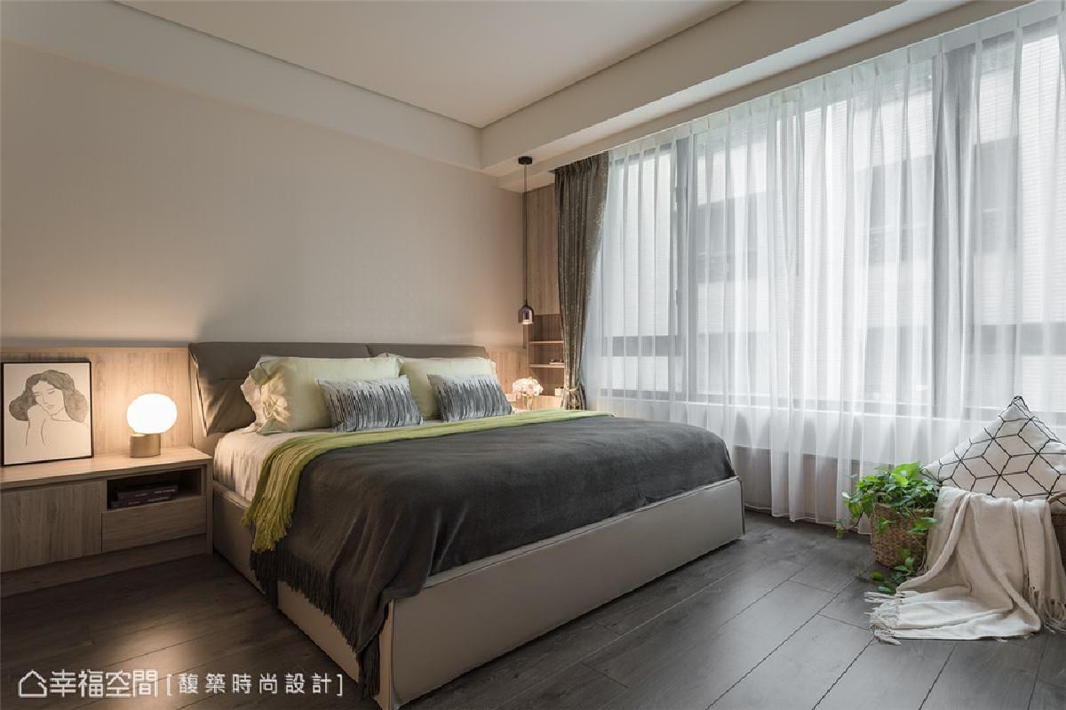 主卧设计 主卧室运用木质元素搭配落地帘设计,放大视觉空间感受,更缔造温润慵懒的静谧舒眠氛围。