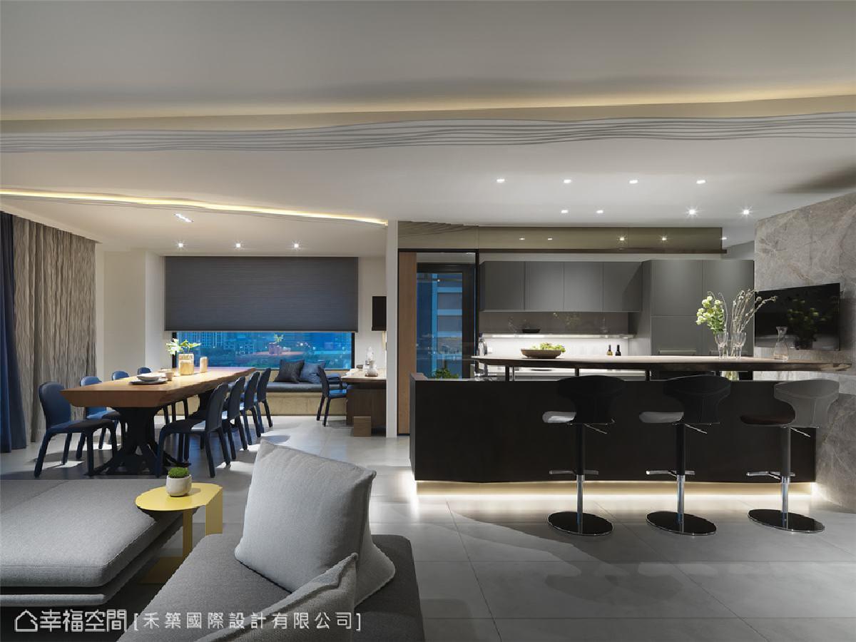 两面环景 运用机能性强的家具隐晦界定区域,淋漓尽致的维持两面环景优势,增加光线的流动性及自在无拘束的开阔感。