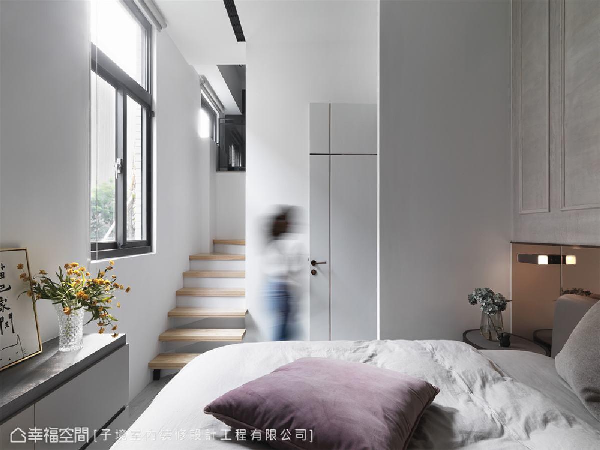 主卧室 以白色为主视觉并引景入室,描摹清新无压构图,消弭小坪数的狭窄拥塞感。