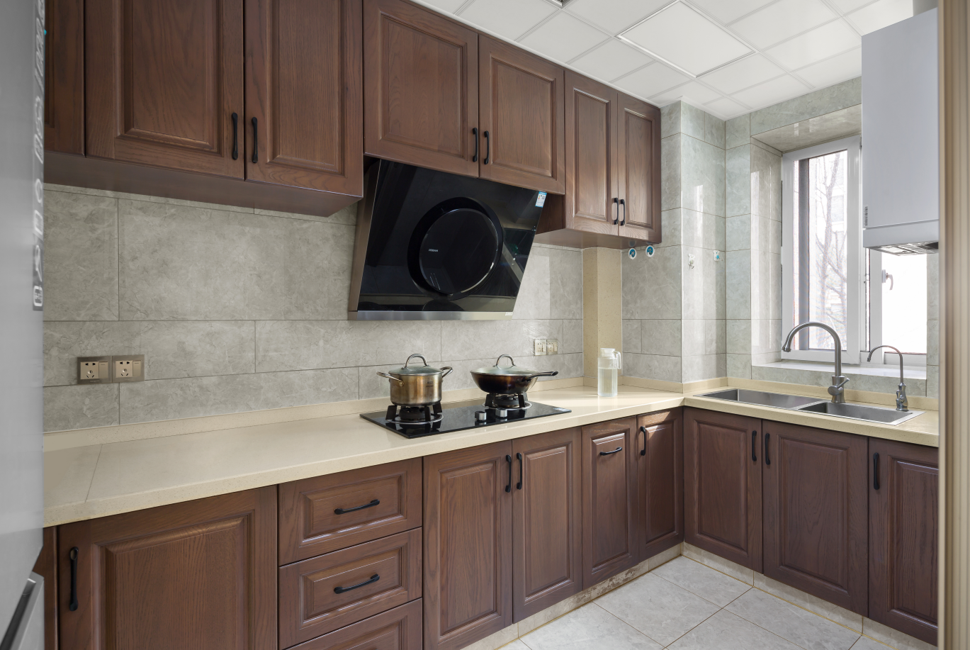 简约 三居 收纳 80后 厨房图片来自乐粉_20191031154048691在家.设计——回归的分享