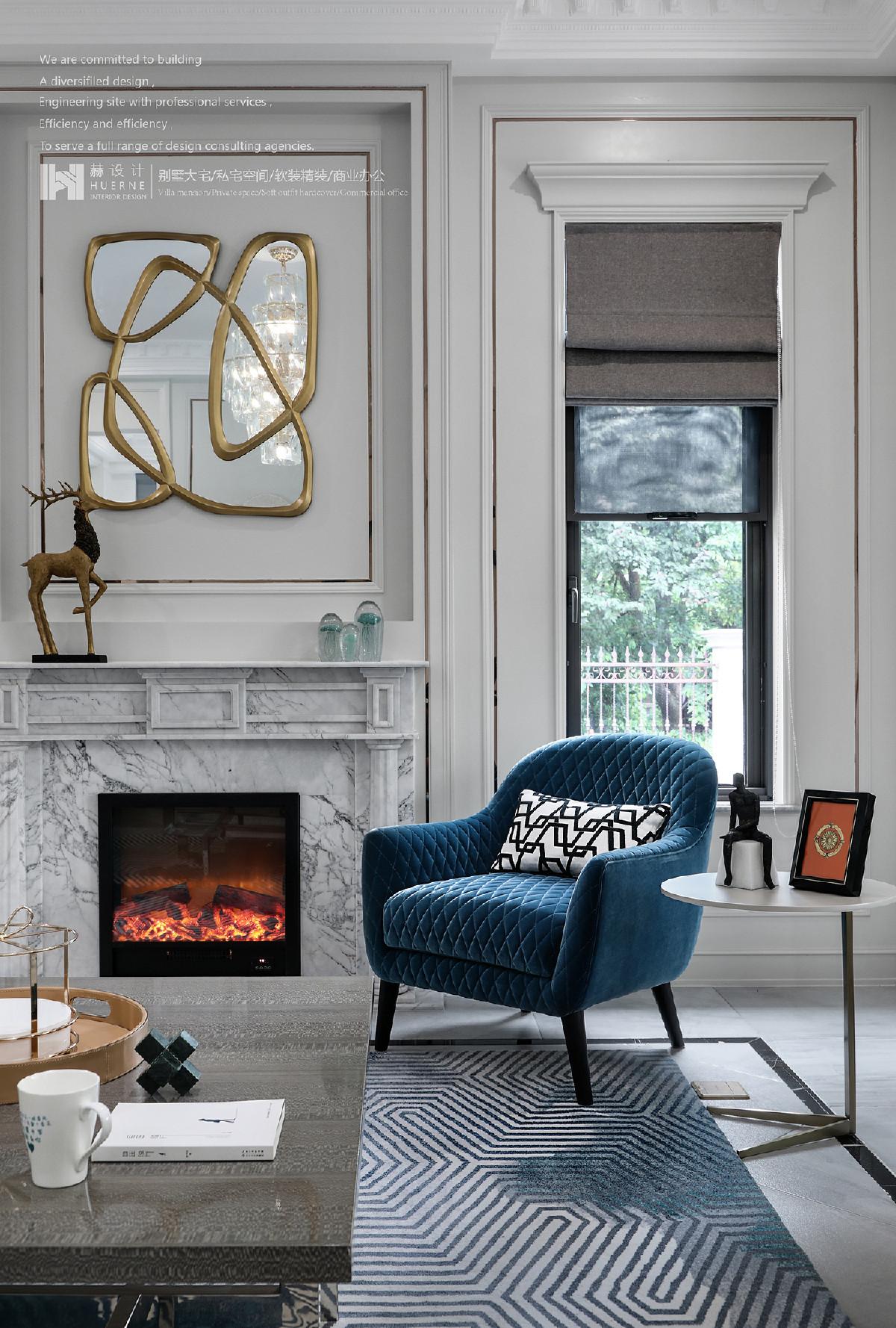 色彩踏着欢快的节拍,挣脱了束缚,变换着姿态,洒落在抱枕、地毯、沙发、窗帘……为空间注入新鲜活力,使其清幽而具有创造力,兼顾三代同堂的居住体验。