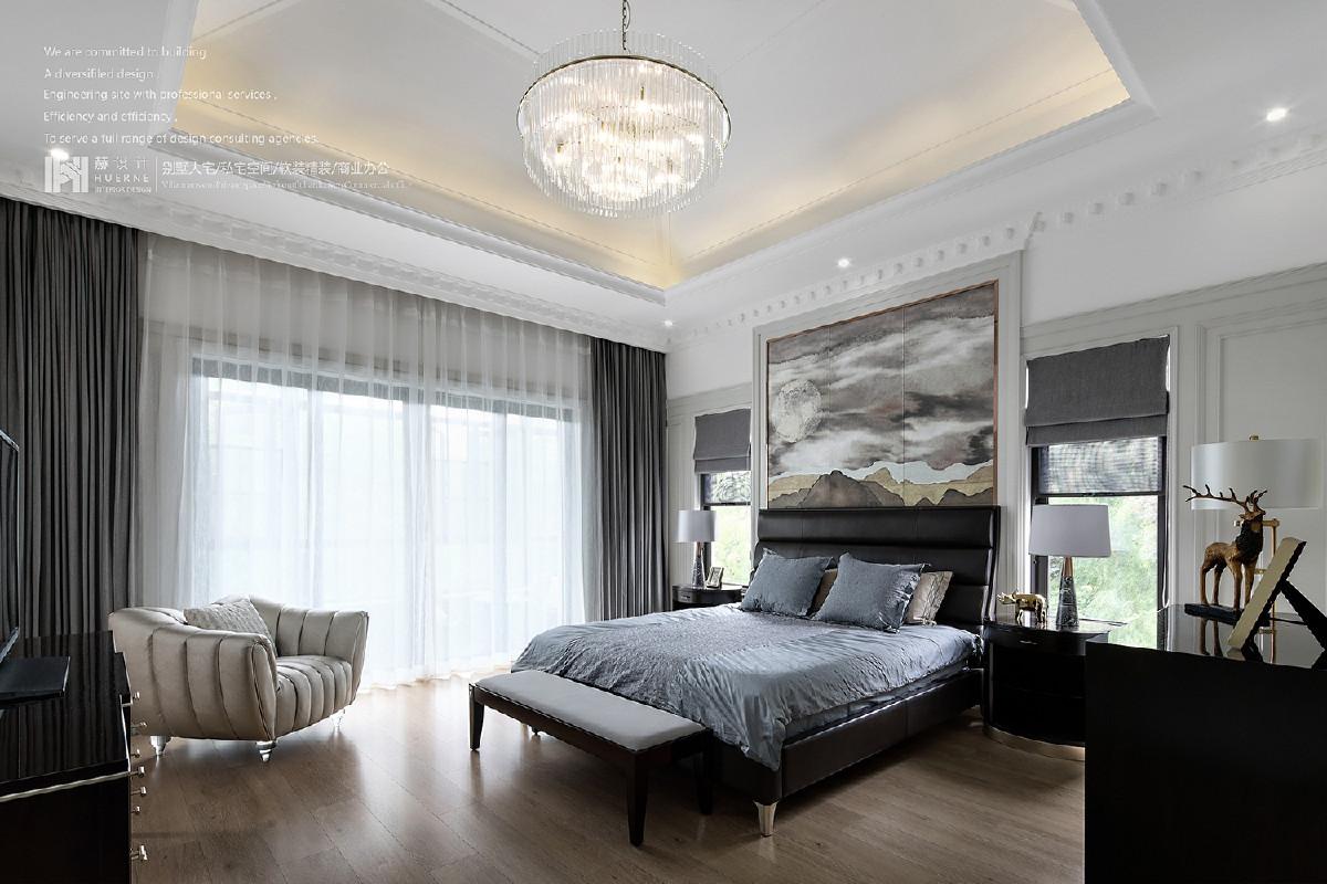 卧室双面采光的条件,引入户外的景色,柔和内部环境,取意于景幻化一体,对空间进行强化修饰,打造舒适的休息空间,慢品时光,去遇见梦中的诗……