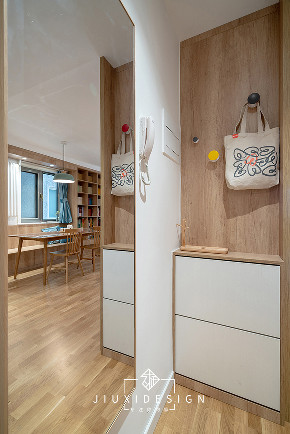 三居 收纳 旧房改造 简约 日式 久栖设计 原木 玄关图片来自久栖设计在他们的家居然有一座图书馆的分享