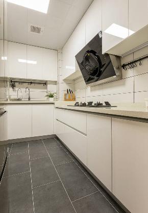三居 厨房图片来自在原木清新 117平乐不思蜀的分享