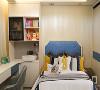 跟别的小户型儿童房不同,这是一个既实用又现代的男孩成长空间。