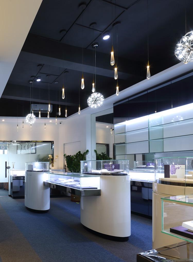 混搭 白领 其他图片来自文华东方工程设计在文华权设计-爱尼亚珠宝展厅的分享