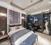 主卧室 延续书房的温润胡桃木元素,刻划英式风格语汇,床背墙以粉紫绷布铺叙柔和淡雅气氛。