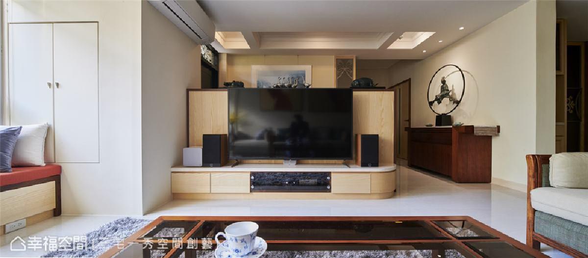 电视墙 木色电视柜予以空间温润素雅空间质地,更整合隔屏与机能之效。