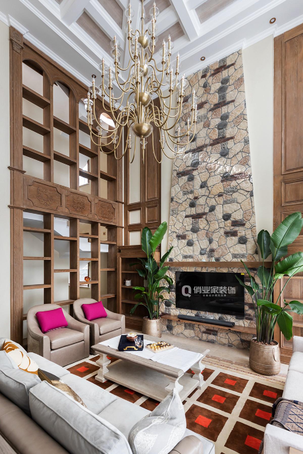 """本案以""""秘境""""为设计主题,闹中取静,使室内与室外的景致相互呼应,同时,在室内设计中,设计总监杨鹏程以""""LESS & MORE""""的设计手法,整体LESS,局部MORE"""