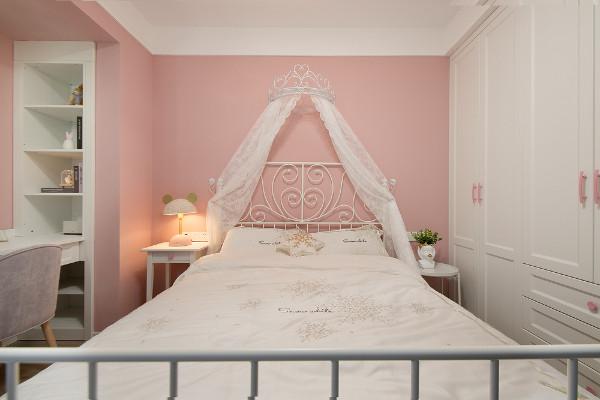 女孩房满满的少女心,白色+粉色营造了一个精致的睡眠空间,相信每天醒来都是元气满满。