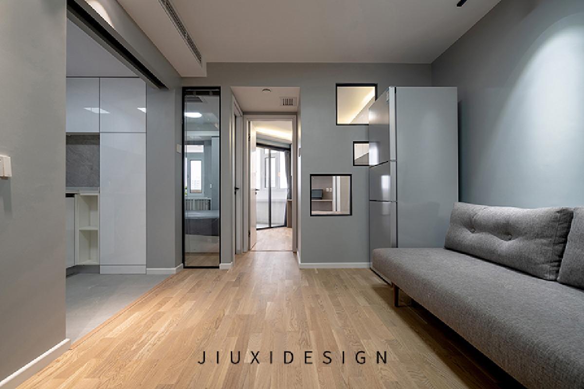 主卧和儿童房与客厅之间选用了窗户来衔接,透明玻璃将南向的阳光引进客厅,完美解决了客厅的采光问题。