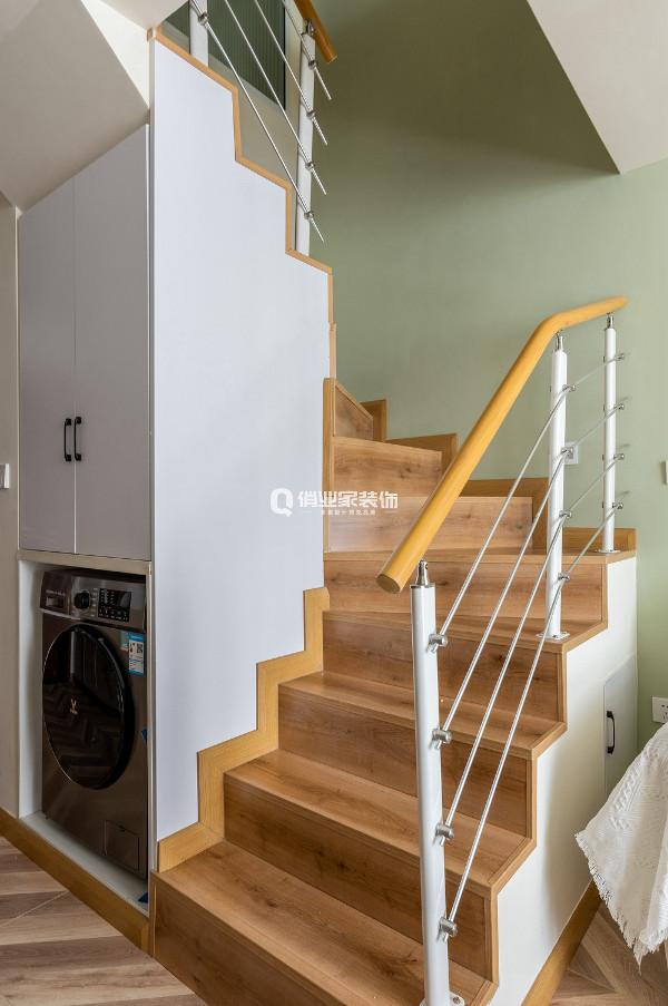 设计师根据科学的人体参数,对梯宽、梯高做了细致的设计。哪怕整体空间小,也不影响居者在上楼下楼过程中的舒适度。