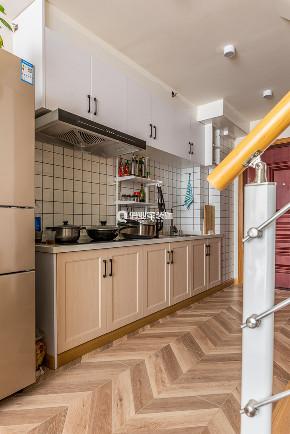 简约 厨房图片来自俏业家装饰在蓝光中央广场公寓北欧装修案例的分享